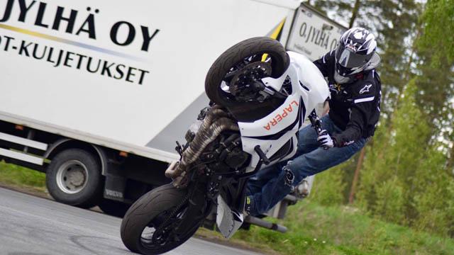 Joona Vatanen stunt